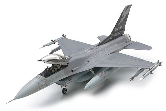 Tamiya Lockheed Martin F-16 Fighting Falcon