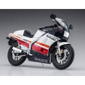 Hasegawa Suzuki RG400l Rood/Wit