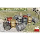 MiniArt German 200L Fuel Drum Set WWII